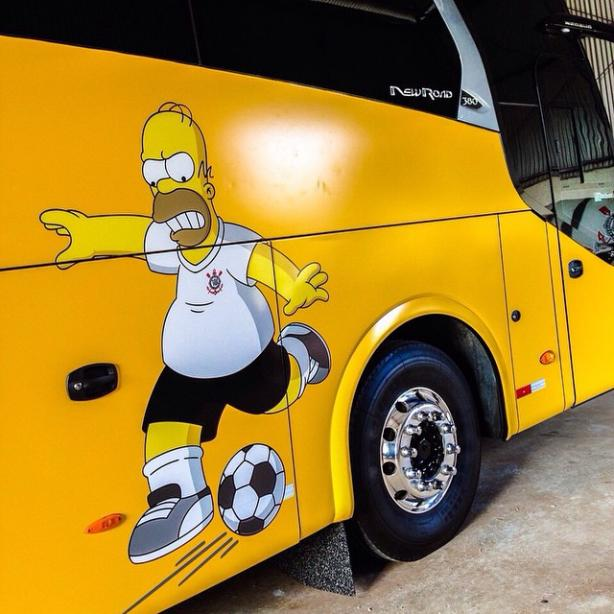 "Ônibus do Corinthians com tema do ""Os Simpsons"""
