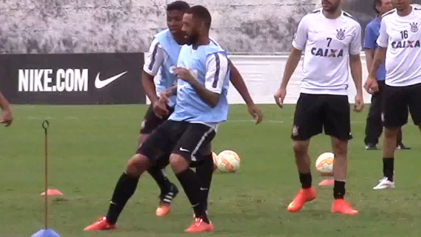 Cristian no treino do Corinthians