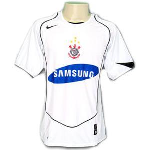 Relembre os modelos de camisa branca utilizados pelo Corinthians ... fb53c853c74