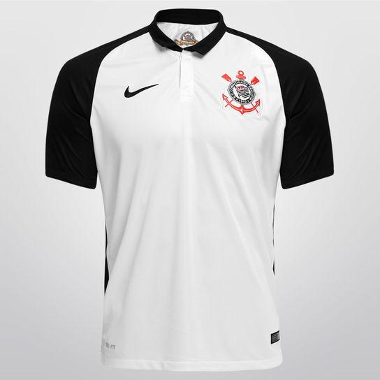 Acredito que as camisas de jogadores são mais justas ao corpo. 580e682b46460