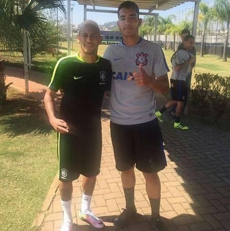 44faa5781ace Neymar vai ao CT do Corinthians para manter a forma, visando as ...