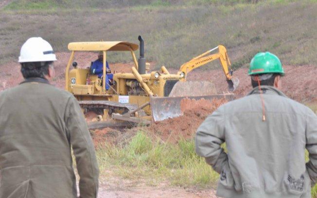Funcion�rios da Petrobras acompanham a obra de perto