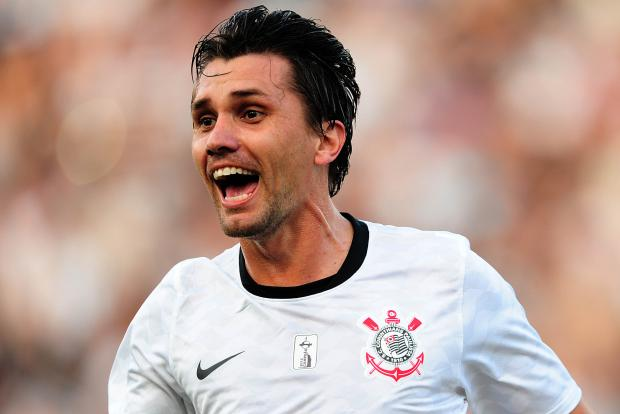 Paulo Andr� voltou ao time titular