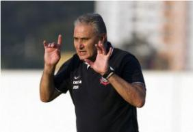 Tite tenta encontrar o ataque ideal