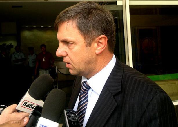 Mandato de Paulo Schmitt � irregular e pode anular todas as decis�es do STJD