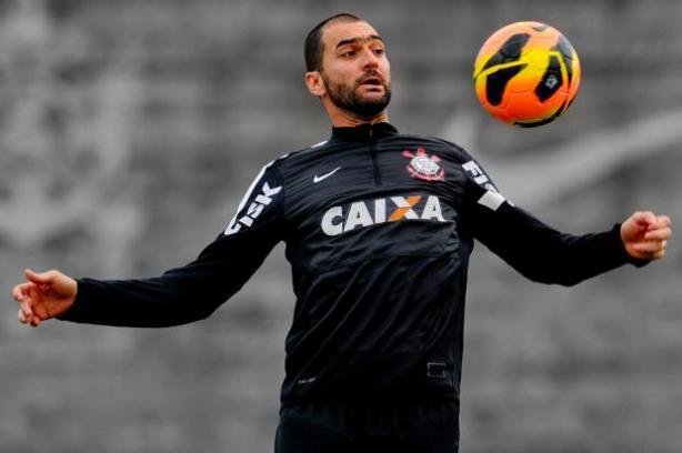 Perto de sair, Danilo questiona reformulação no Corinthians