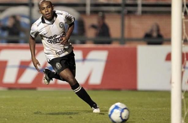 De acordo com jornal português Sporting aceitou uma proposta por Elias