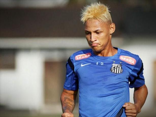 Ne�lton pode aparecer no Corinthians, que estuda situa��o do atleta