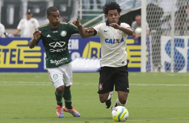 Romarinho fez o quinto gol em quarta partida contra o Palmeiras