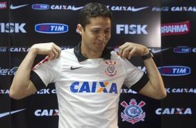 Anderson Martins lamenta ter sa�do e planeja voltar ao Corinthians
