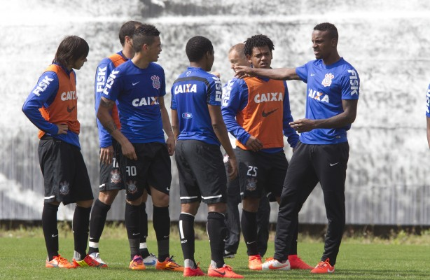Elenco do Corinthians est� fechado