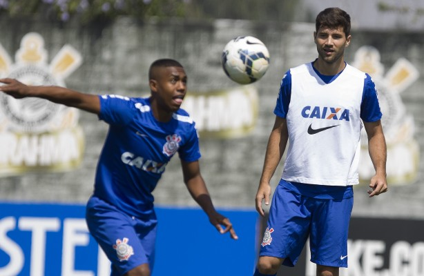 Malcom faz dois e brilha no treino do Corinthians