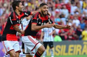 Zagueiro Wallace, ex-Corinthians, sobre o gol irregular do Flamengo: 'Paci�ncia'