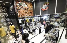 Corinthians coloca s�mbolo do Palmeiras em loja Poderoso Tim�o