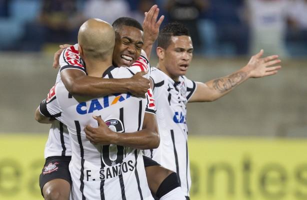 Malcom fez gol após assistência de Cássio