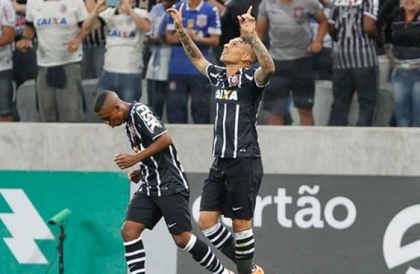 Corinthians faz a trinca e vence o Santos na Arena