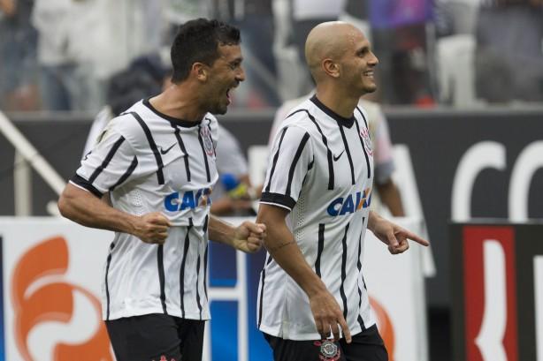 Fábio Santos marcou o gol do Timão