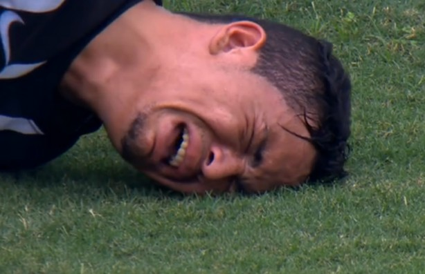 Luciano permaneceu chorando na lateral do gramado no domingo