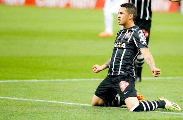 Luciano marcou os dois gols do Corinthians contra o Avaí