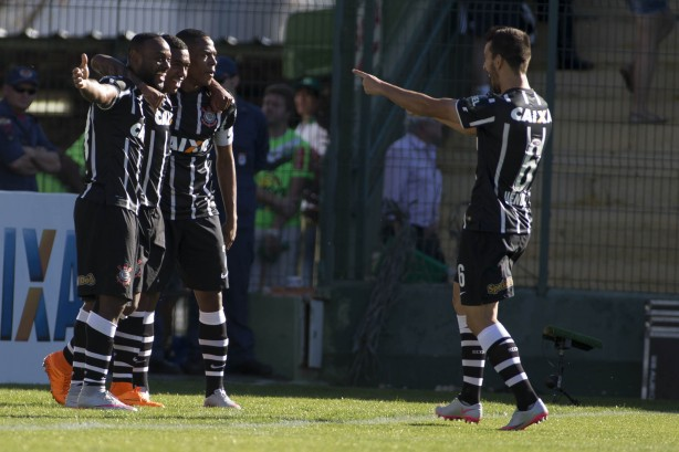 Corinthians se mant�m firme na ponta e abre dist�ncia enorme do G4