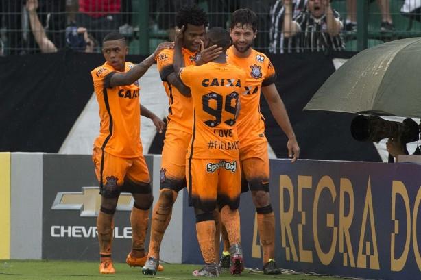 Gil marcou o segundo gol do Corinthians na partida
