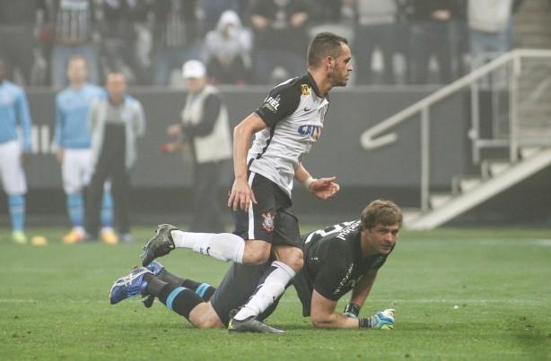 Renato Augusto comemorou muito o gol de empate contra o Grêmio
