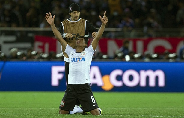 Reservas do Corinthians usaram coletes na cor marrom na final