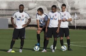 Corinthians confirma time misto para confronto contra o Sport