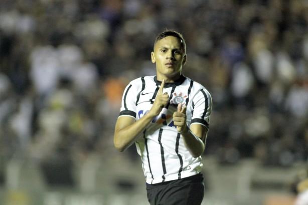 De folga na praia, promessa da base aparece 'uniformizado' de Corinthians