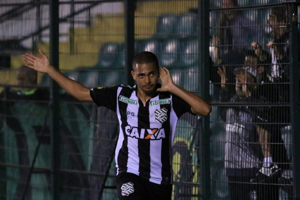 Clayton tem contrato com o Figueirense at� 2017