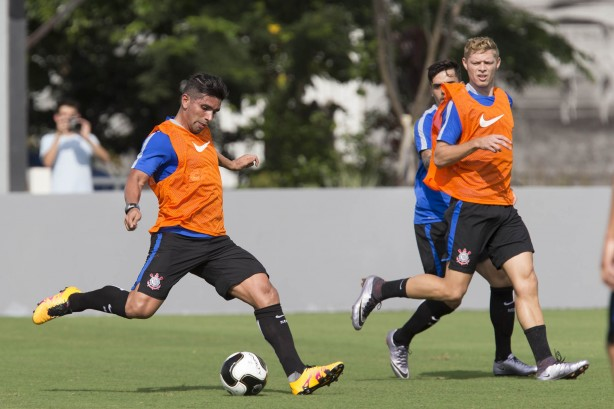 Com refor�os, Corinthians treina com seis altera��es no time titular