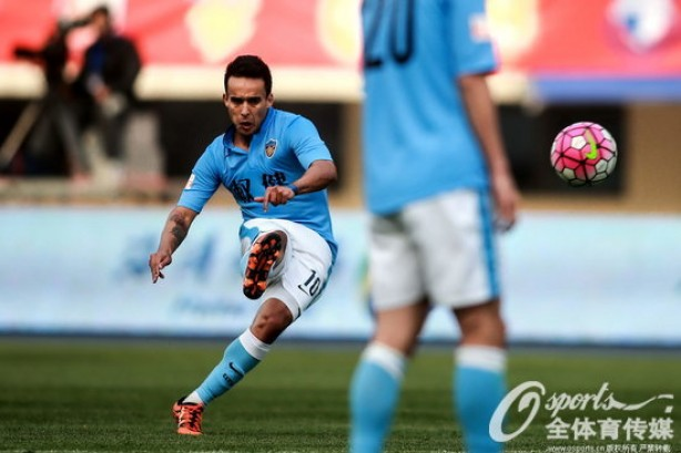 Jadson soma 14 assist�ncias e cinco gols na China