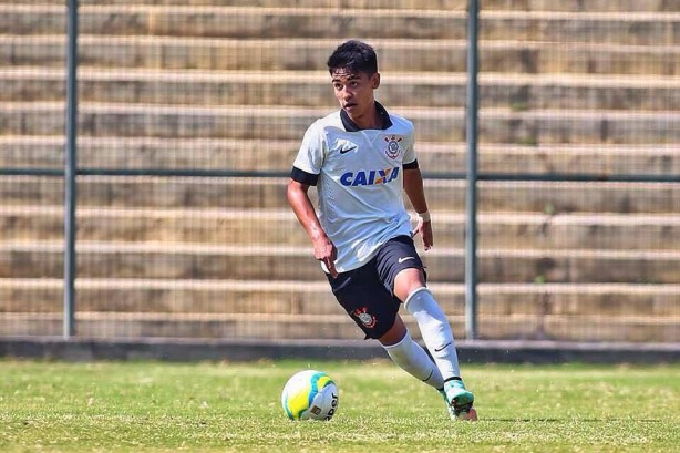 Fabricio Oya, destaque das categorias de base do Corinthians, esteve em campo