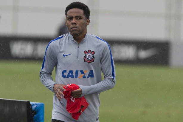 Elias vai compor o banco de reservas no cl�ssico deste domingo