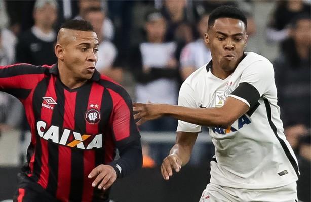 Corinthians encarou o Atlético-PR na Arena da Baixada