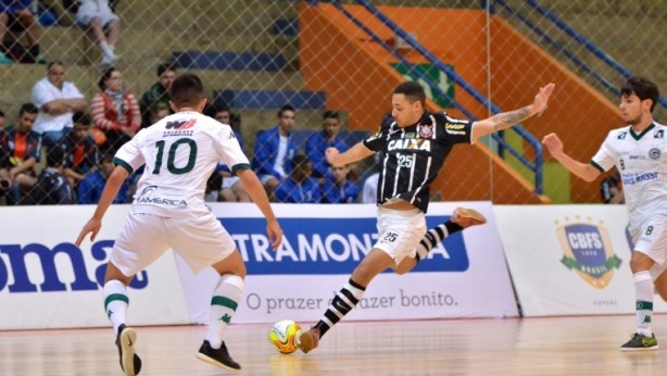 Futsal sub-20 perde para o Sorocaba mas segue para as quartas de final