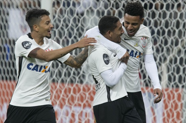 Corinthians segue no G4 e abre distância do quinto colocado