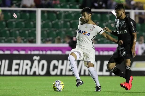 Corinthians vence com pênalti polêmico e situação do Internacional se complica mais