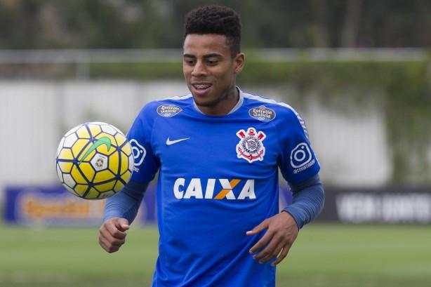 Goiás acerta contratação de atacante que pertence ao Corinthians