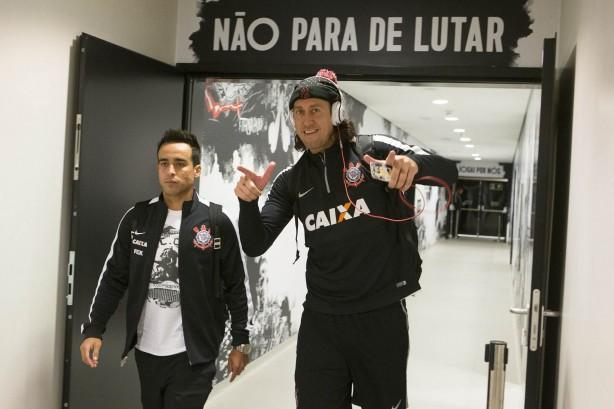 Após 'novela', Jadson finalmente assina por dois anos com o Corinthians
