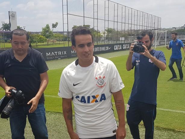 Jô perde pênalti, e Corinthians é derrotado pelo Santo André em Itaquera
