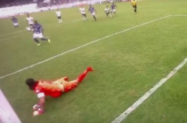 alan mineiro usou braco para balancar as redes 8s Um gol irregular, e o Timão cai em Araraquara