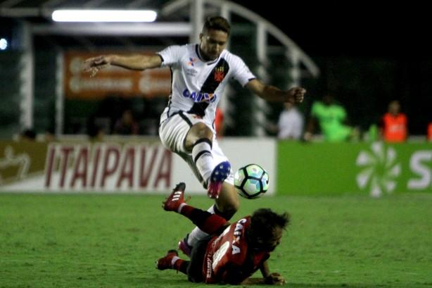 Corinthians vence o Vasco e amplia vantagem na liderança