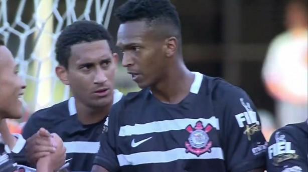 jo marcou de cabeca apos belo cruzamento de arana im Medíocres, São Paulo e Corinthians ficam em 1 X 1