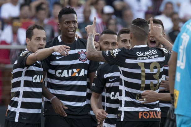 Jô marcou o único gol do Corinthians no Majestoso