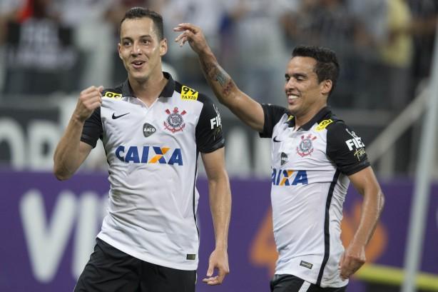 Flamengo tem interesse em tirar meia do Corinthians