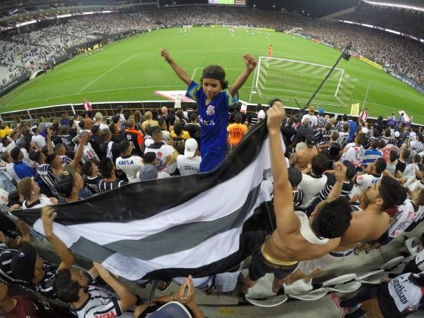 Rodriguinho marca, Corinthians bate Botafogo-SP e vai à semi do Paulistão