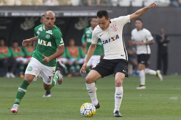 Com Rodriguinho em fase 'inspirada', Timão tenta vencer Chape na estreia do Brasileirão