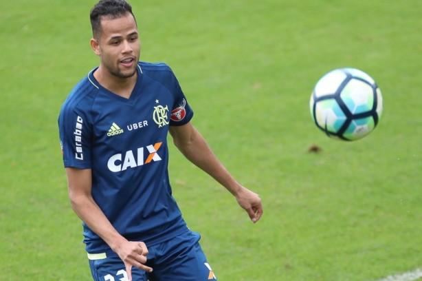 Geuvãnio é baixa do Flamengo para jogo contra Corinthians