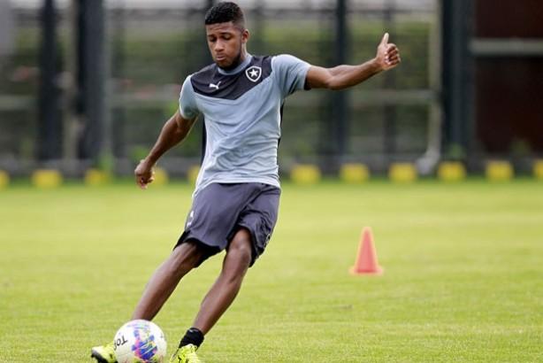 Corinthians deve fechar com Emerson Santos nos próximos dias, diz dirigente